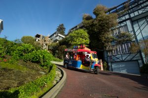 lucky tuk tuk om lombard street SF curviest road